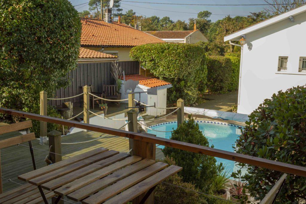 vue de la terrasse poolhouse studio de jardin greenkub