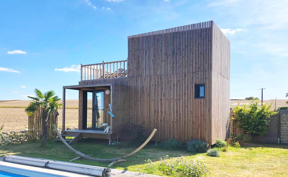 Greenkub GK30 : 20 mètres carrés au premier niveau et 10m2 au second + une terrasse